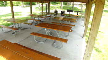Picnic area at Acorn Hill Resort.