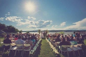 Outdoor wedding at The Rhinecliff Hotel.