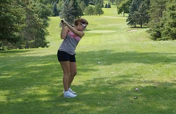 Girl playing golf at Fair Hills Resort.