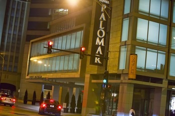 Exterior view of Hotel Palomar Chicago.