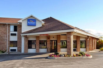 Exterior view of Baymont Inn Port Huron MI.