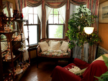 Sitting area at Spicer Castle Inn.