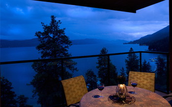 Romantic dining at Lake Okanagan Resort
