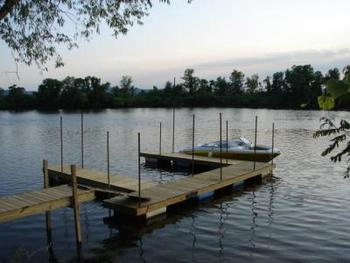 The dock at Ward's Riverside Cabins.