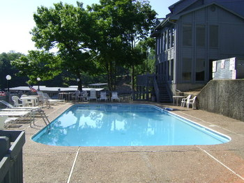 Vacation rental outdoor pool at Your Lake Vacation/Al Elam Property Management.