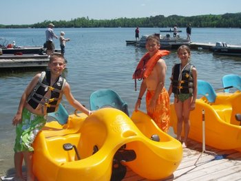 Kids using paddle boats at Thunder Lake Lodge.
