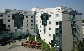 Exterior view of Steigenberger MAXX Hotel Langen.