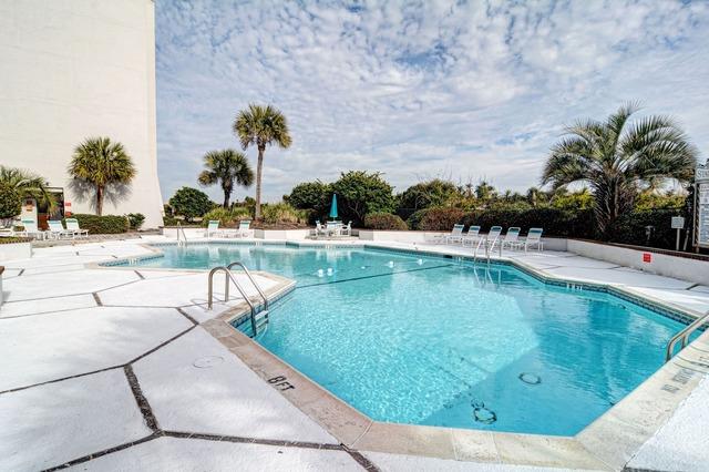Vacation rental pool at Intracoastal Realty.