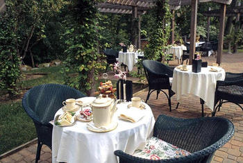 Outdoor dining at Stonehedge Inn and Spa.