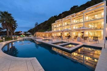 Exterior view of Paihia Beach Resort.