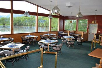 Dining area at Ninepipes Lodge.