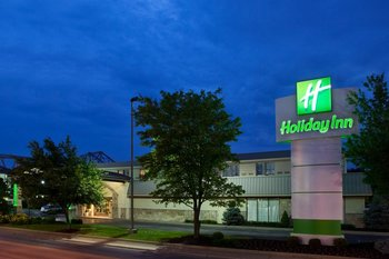 Exterior view of Holiday Inn Rutland/Killington.