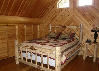 Cabin bedroom at Idaho Cabin Keepers.