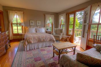 Guest bedroom at Turtleback Farm Inn.