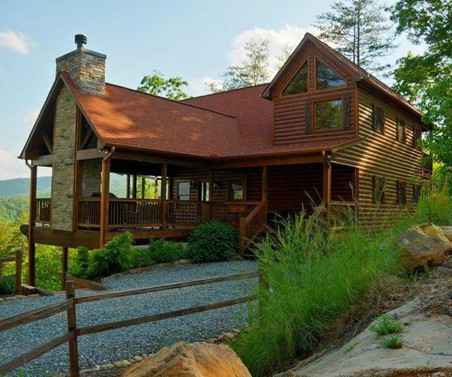 Cabin exterior at Southern Comfort Cabin Rentals.