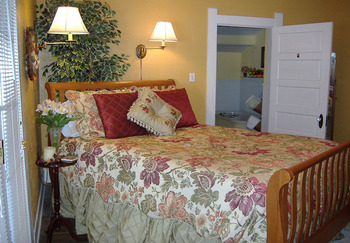 Guest room at Granbury Gardens B & B.