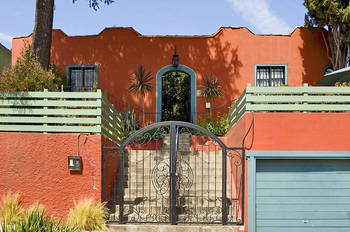 Exterior view of Los Feliz Lodge.
