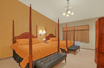 Guest Room at Rushmore Express