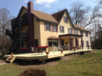 Exterior view of Pineapple Hill Bed & Breakfast.