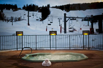 Outdoor hot tub at Inn at Aspen.