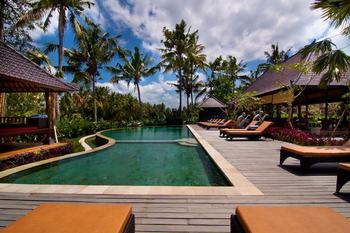 Outdoor pool at Agung Raka Bungalows.