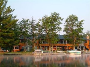 Exterior view of Timber Trail Lodge.
