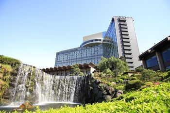 Exterior view of Hotel New Otani.