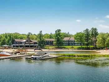 Exterior view of Split Rock Resort & Golf Club.