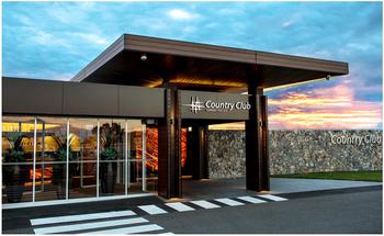 Exterior view of Camden Valley Golf Resort.