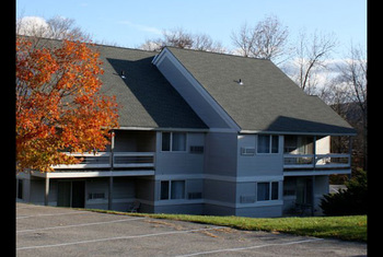 Exterior view of Comfort Inn at Killington Center.