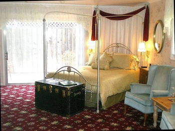 Guest room at Stahlecker House B & B.