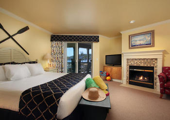 King Bedroom at Avila Lighthouse Suites