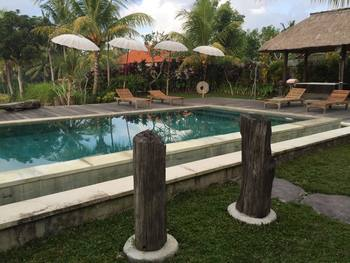 Outdoor pool at Ubud Sari Health Resort.