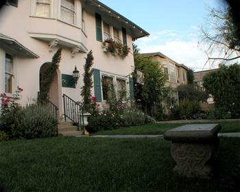 Exterior view of Inn At 657.