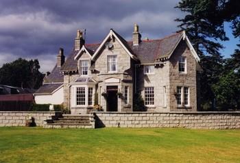 Exterior view of Braemar Lodge.