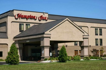 Exterior view of Hampton Inn Monroe.