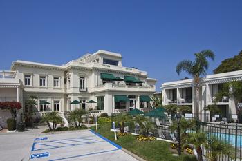 Exterior view of Glorietta Bay Inn
