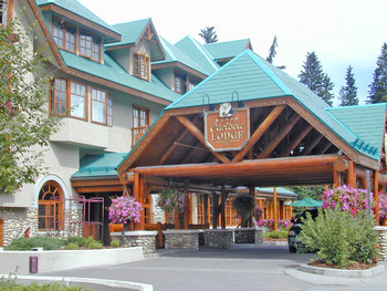 Exterior view of Banff Caribou Lodge.