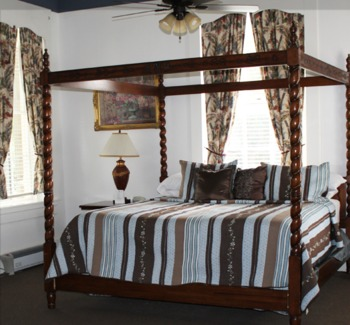 Guest bedroom at Ye Kendall Inn.
