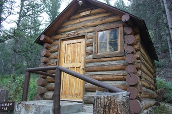 Cabin exterior at Absaroka Mountain Lodge.