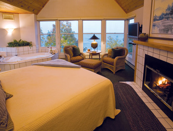 King fireplace suite at Bluefin Bay on Lake Superior.