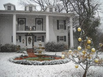 Exterior view of Azalea Plantation B & B.