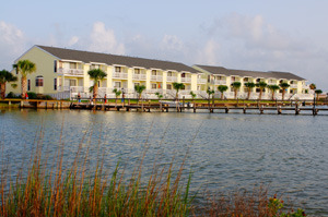 External view of resort at Kontiki Beach Resort Condos.