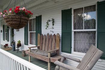Exterior view of Casa Bella Inn.