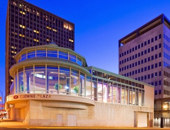 Exterior view of Crowne Plaza Hotel St. Paul Riverfront.
