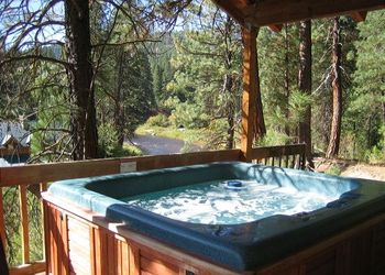 Jacuzzi at Idaho Cabin Keepers.