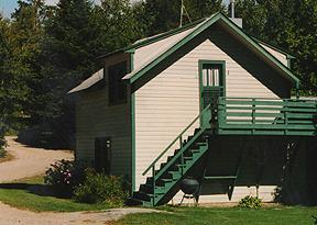 Exterior Cabin View at Daisy Bay Resort