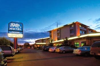 Exterior view of Shilo Inn Tacoma.