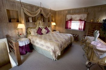 King suite at The French Manor Inn.