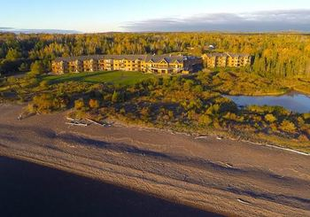 Exterior view of Superior Shores Resort and Conference Center.